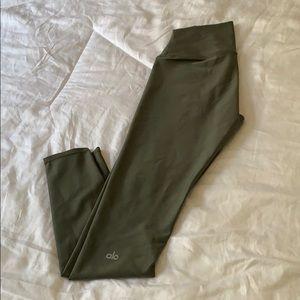 Olive green alo leggings.